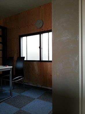 名古屋市昭和区 エイトワークス オフィスリフォームプロローグ10 – 塗装前の下塗り
