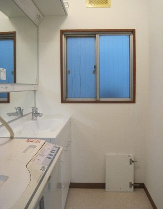 名古屋市昭和区 浴室・洗面リフォーム Part3 – クロス・クッションフロア張り
